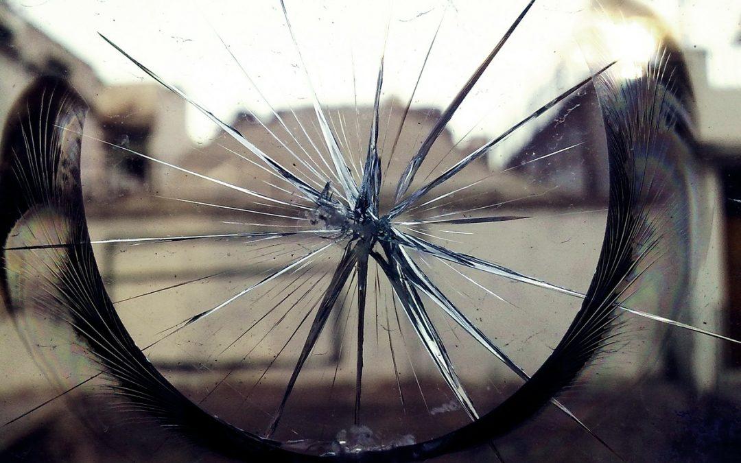 La Miroiterie du 8e dépanne et remplace vos vitres cassées